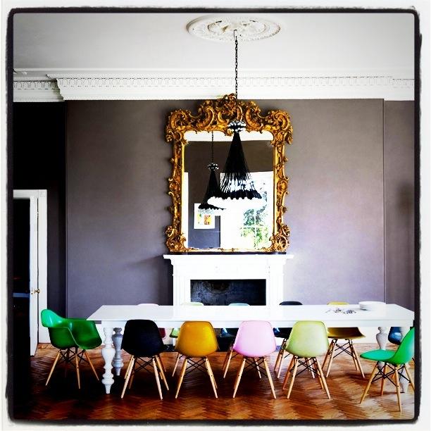 Stolene er fra Eames