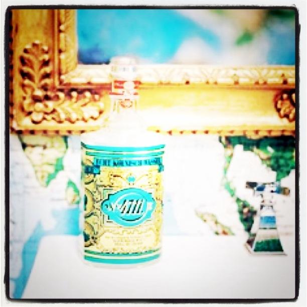 Gullspeil og lekre såper på badet