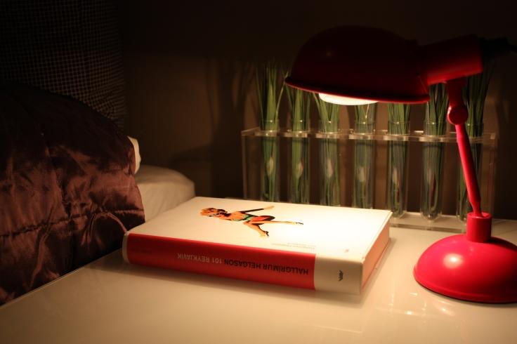 På nattbordet