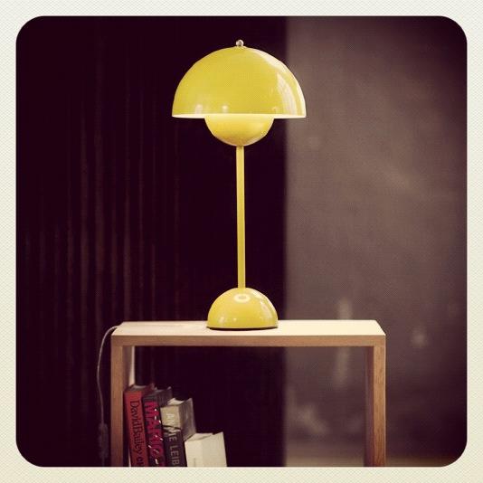 Gul Verner Panton VP3 lampe
