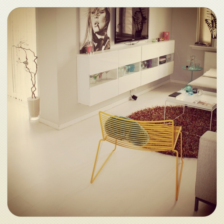 Fargerik stue