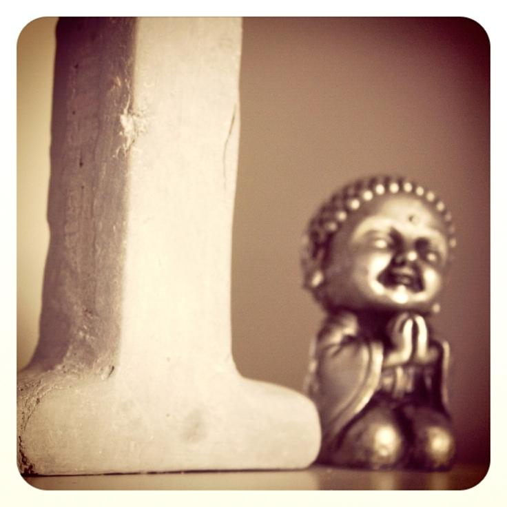 Buddha i bokhyllen fra Indiska