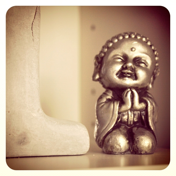 Buddha i bokhyllen