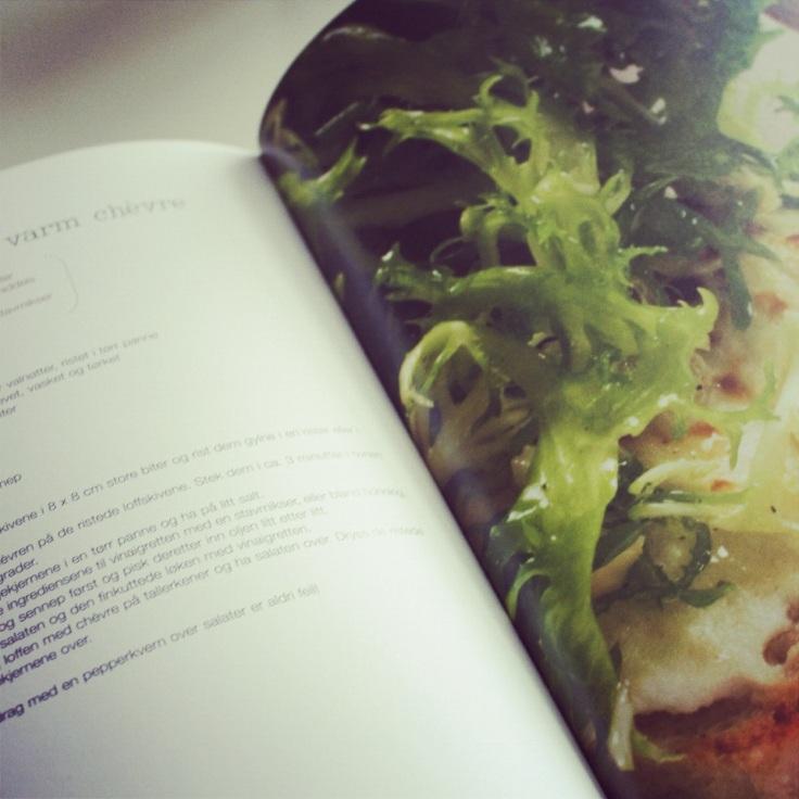 Salat med varm chevre på toast