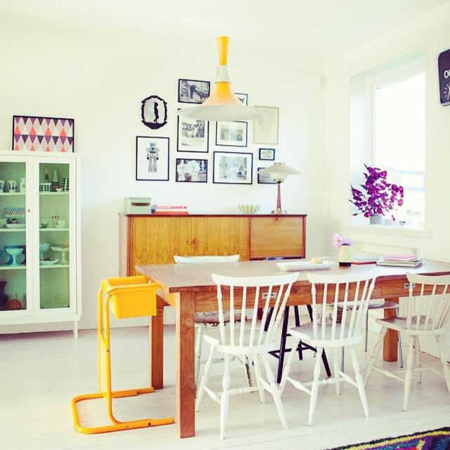 Pinnestoler på kjøkkenet