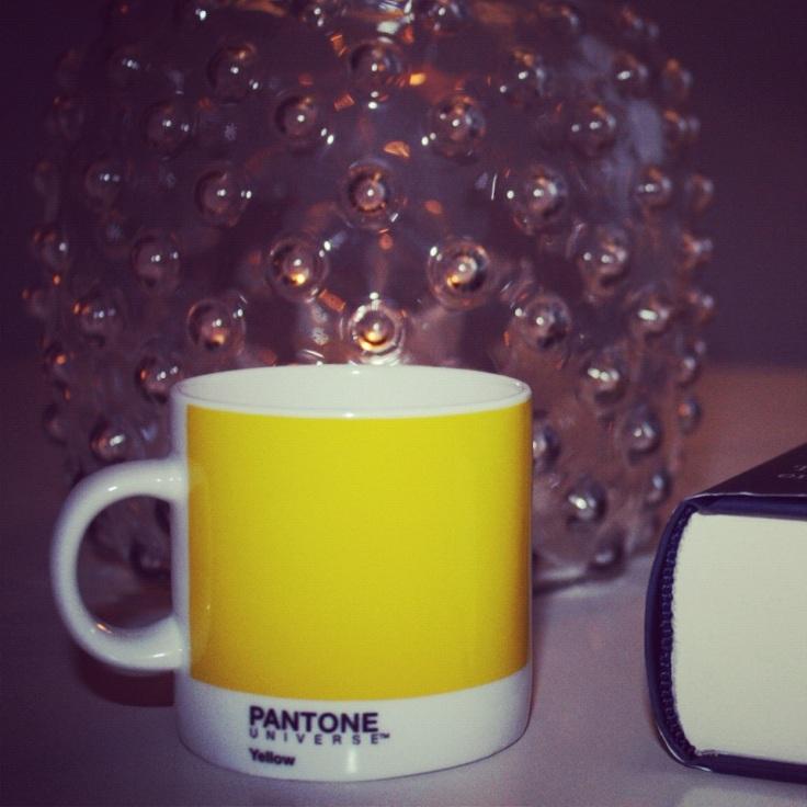 Pantone gul espresso